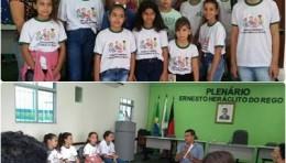 PRESIDENTE DA CÂMARA RECEBE JOVENS PARA APRESENTAÇÃO DOS TRABALHOS DO LEGISLATIVO